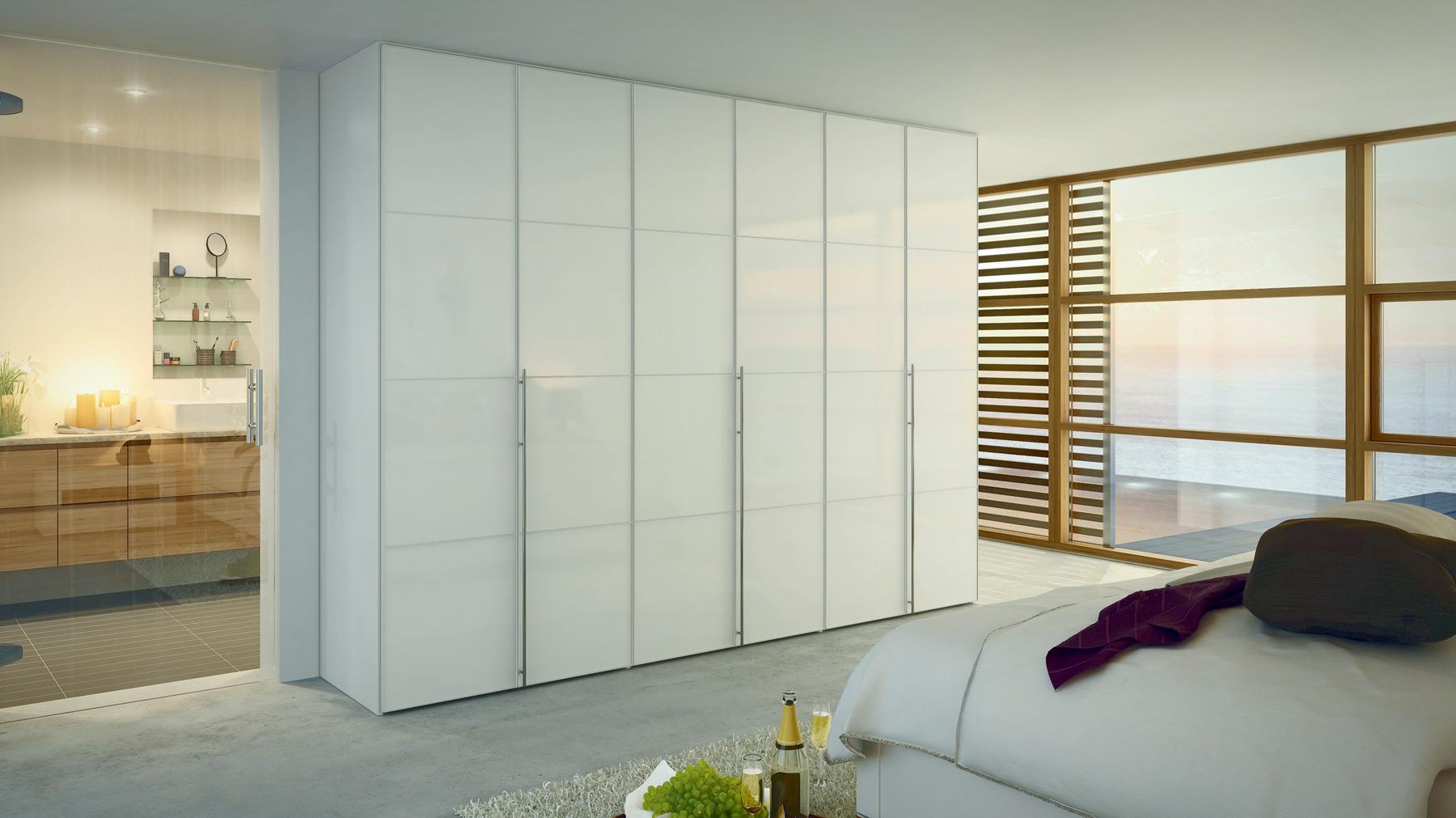 Распашной шкаф- классика для спален или современный шкаф-купе